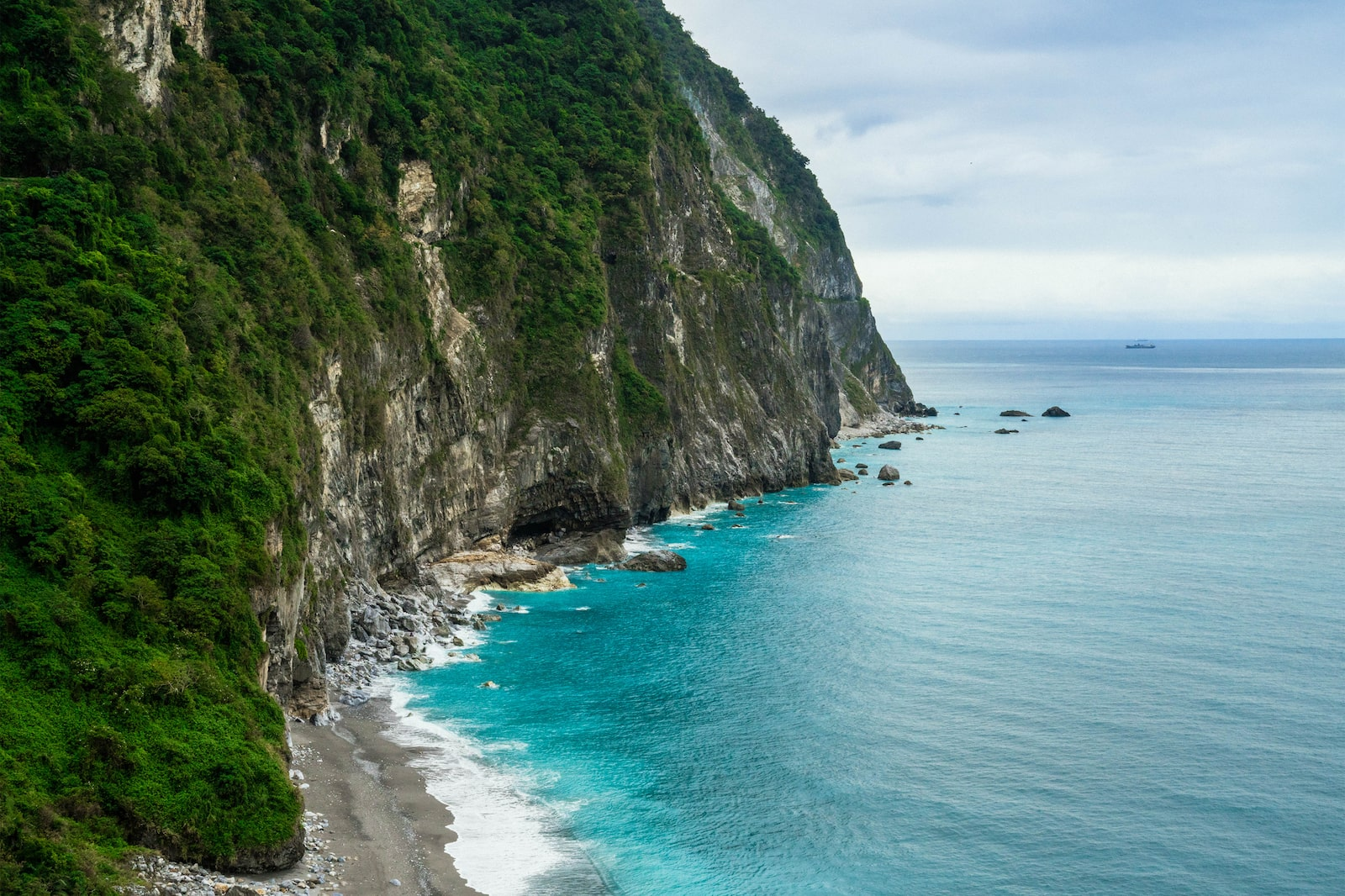 View of a creek by Qingshui Cliff by the sea