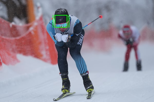 A skier with an AF frame on his head